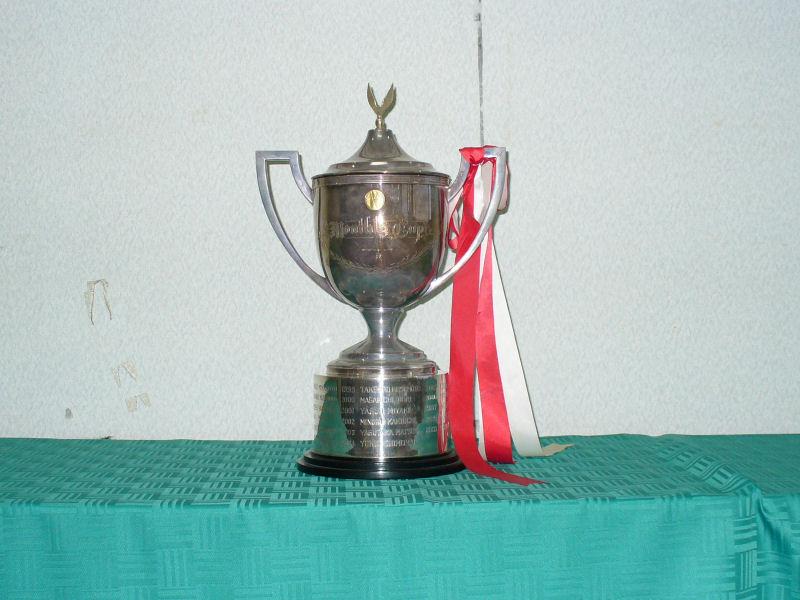 月例杯優勝カップ